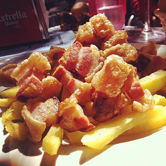 Torreznos con patatas del Rincón de Curro